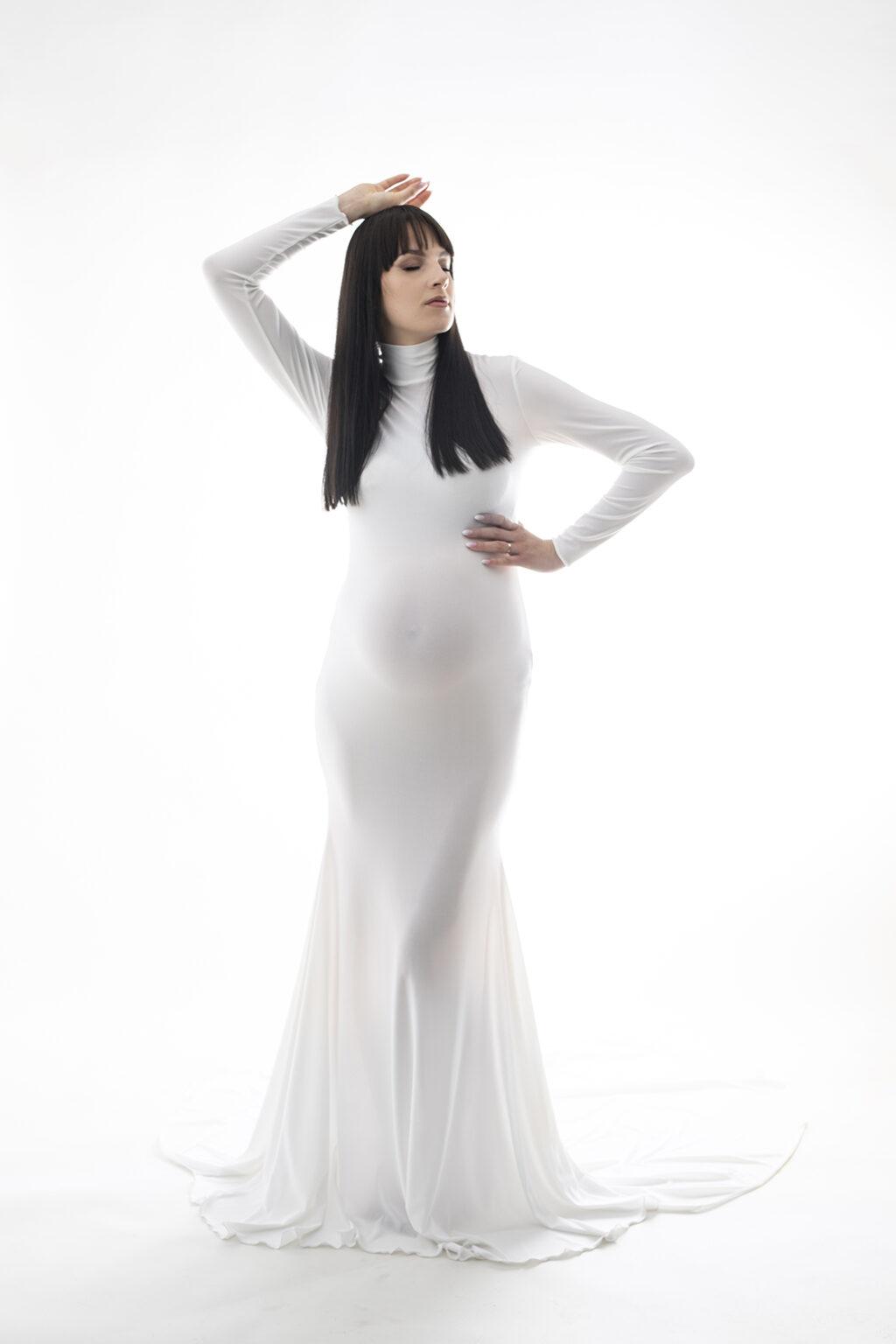 sesja ciążowa w bieli